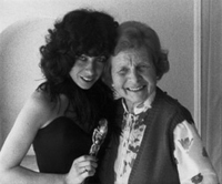 HRG�s mother Melly and Mia with the Oscar